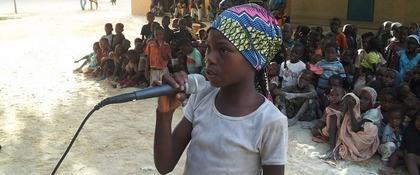 meisje met microfoon